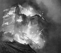 Domo bruligita de bombo en decembro 1939.