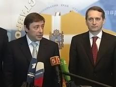 Chloponin presenteras för nordkaukasiska ledare av Sergej Narysjkin. Foto: Vesti.ru