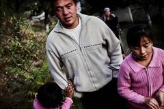 Storebror Obid med barnen. Foto: Johan Bävman