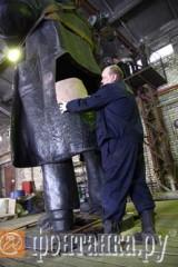 Lenins rumpa mäts på restaureringscentret.