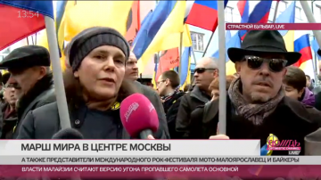 Irina Prochorova och Andrej Makarevitj på fredsmarschen.