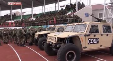 Kadyrovs trupper på stadion i Groznyj. Skärmbild från LifeNews.