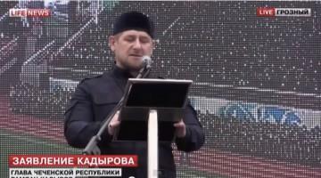 Ramzan Kadyrov talar på stadion i Groznyj. Skärmbild från LifeNews.