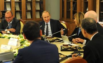 Putin möter chefer för internationella nyhetsbyråer. Foto: Kremlin.ru.