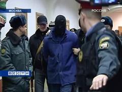 Tichonov förs till häktningsförhandlingen. Foto: Vesti.ru