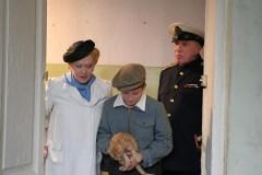 Iosif Brodskij med föräldrarna och katt flyttar in i halvtannat rum.
