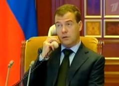 Medvedev ringer Putin