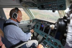 Putin släcker skogsbränder.