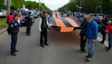 Rysksinnade firar segerdagen i Charkiv.